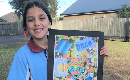 Siblings' love celebrated on canvas IMAGE