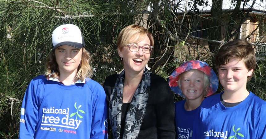 Jodie Harrison MP kicks off National Tree Day at St Mary's, Gateshead IMAGE
