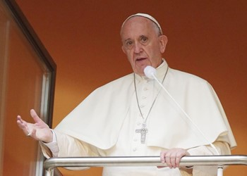Pope Francis says no to clericalism IMAGE