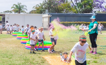Image:Gallery: Colour-filled community spirit