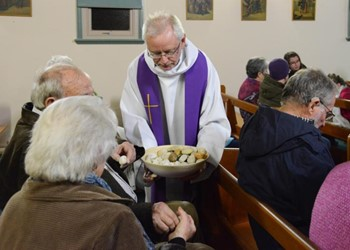 Australian priest takes up pope's call to be a missionary of mercy IMAGE