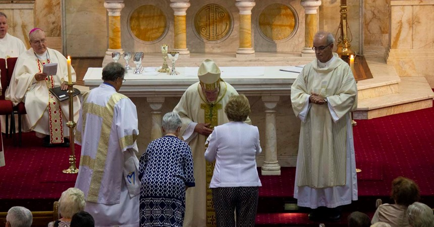 LITURGY MATTERS: Celebrants or Consumers? It matters!  Part 3: The preparation of the gifts IMAGE