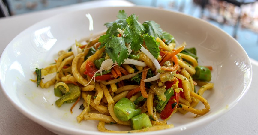 Vegetable and Hokkien noodle salad IMAGE