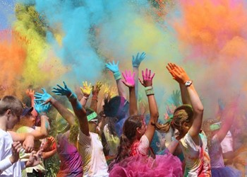 Dye hard colour run raises money for great cause IMAGE